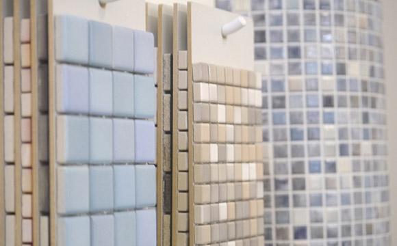Mosaike in verschiedenen Größen und Farben
