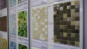 Große Farbauswahl bei Mosaiken in unserer Ausstellung