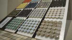 Eine große Farbauswahl bei runden Mosaiken im Bayerischen Fliesenhandel.
