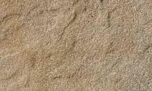 Sandstein-Fliesen sorgen für ein besonderes Flair.