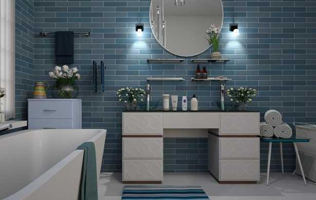 Kleine blaue Wandfliesen fürs Bad